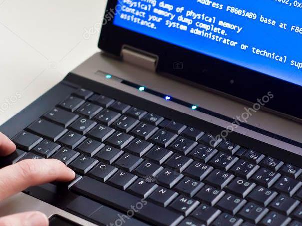 laptop-bilgisayar-mavi-ekra